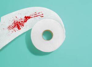 кръв по тоалетната хартия